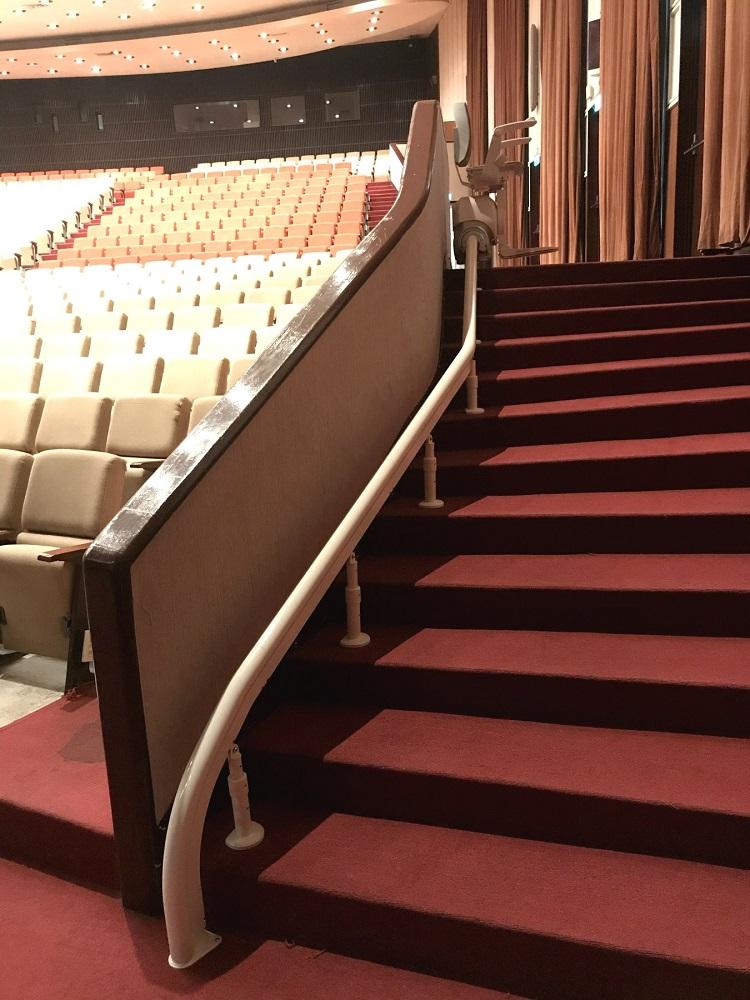 台北榮總醫院樓梯升降椅,定點自動旋轉90度