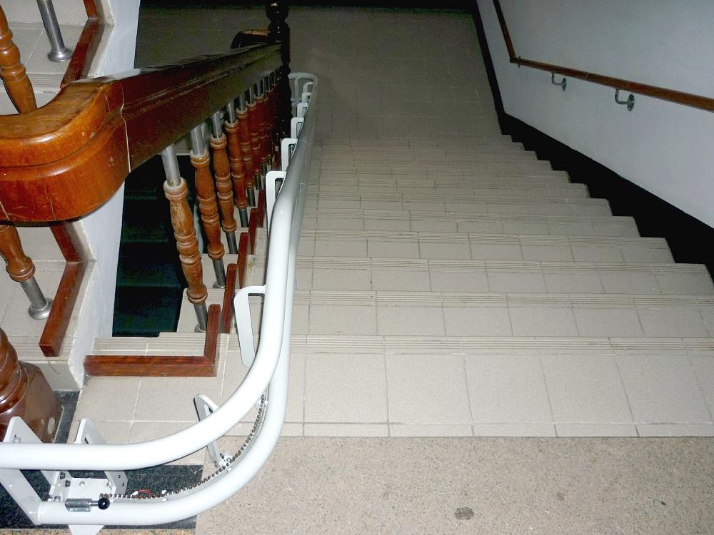 泓電樓梯升降椅,滿足您專業客製化的需求