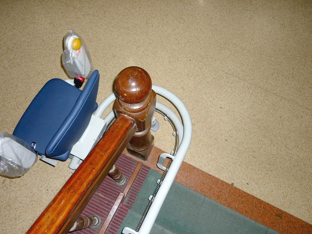泓電樓梯升降椅,獨特軌道設計轉彎更不佔空間