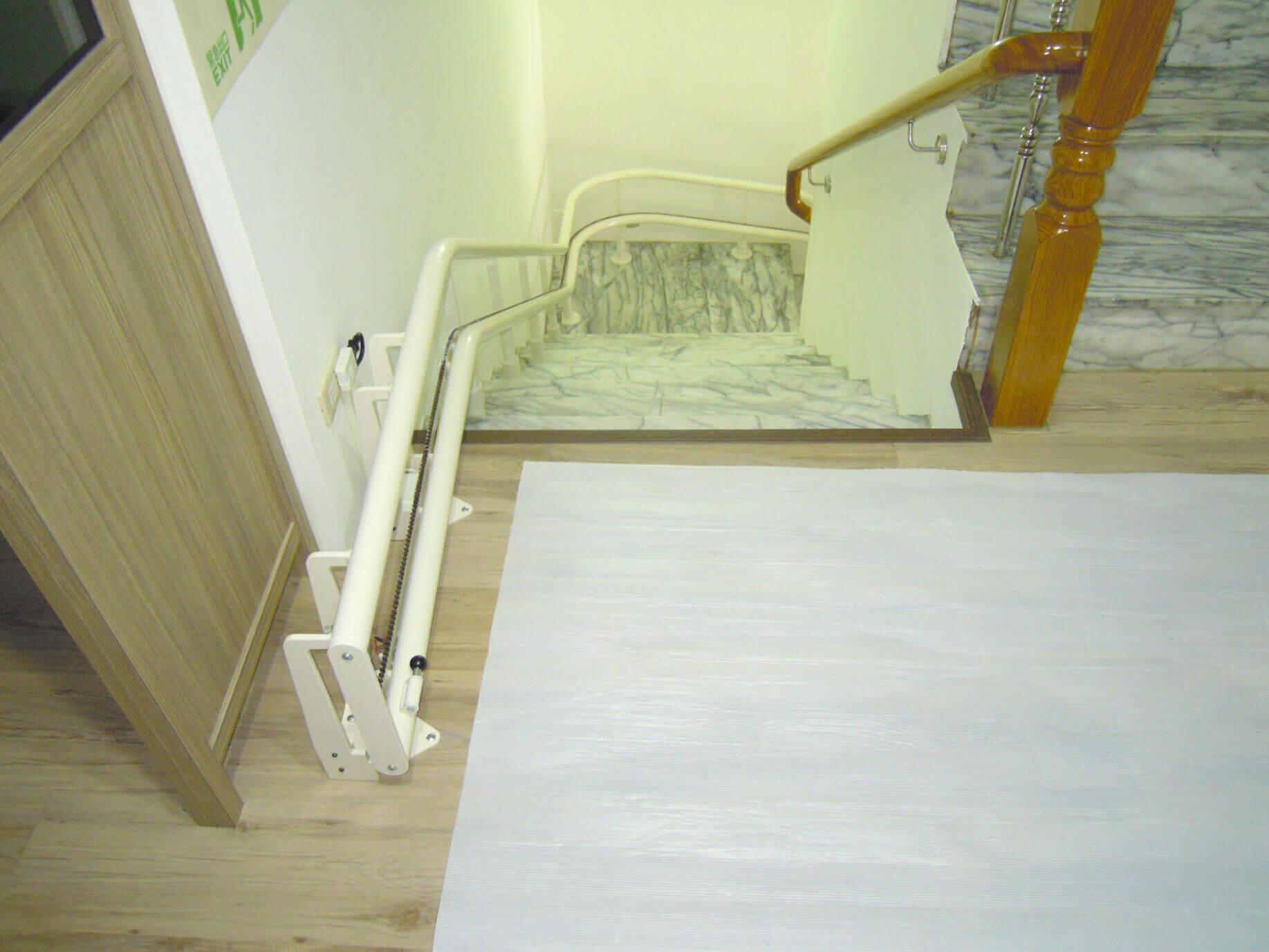 樓梯寬只要有69公分就能安裝唷!