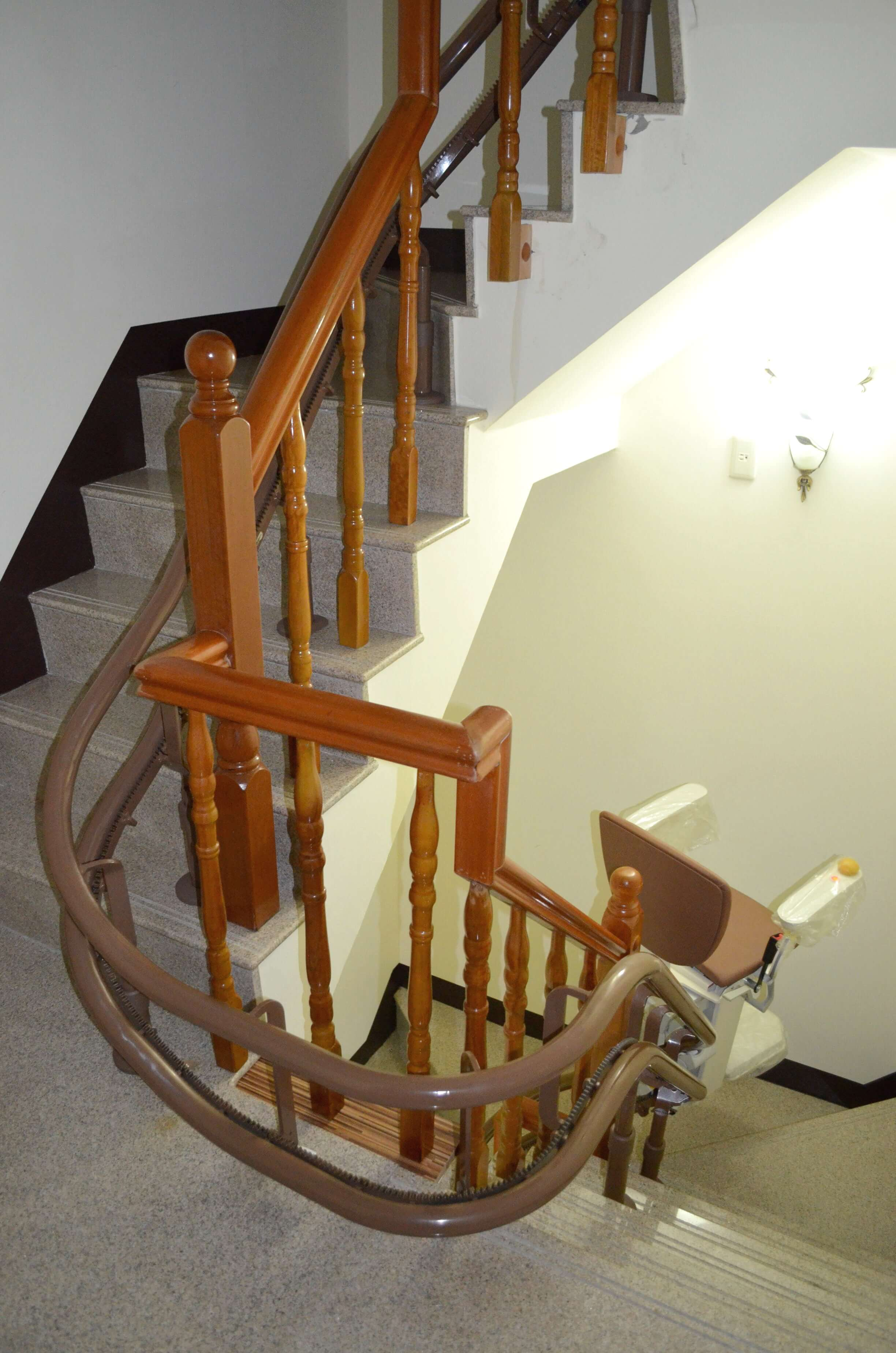 樓梯升降椅設備自動轉向