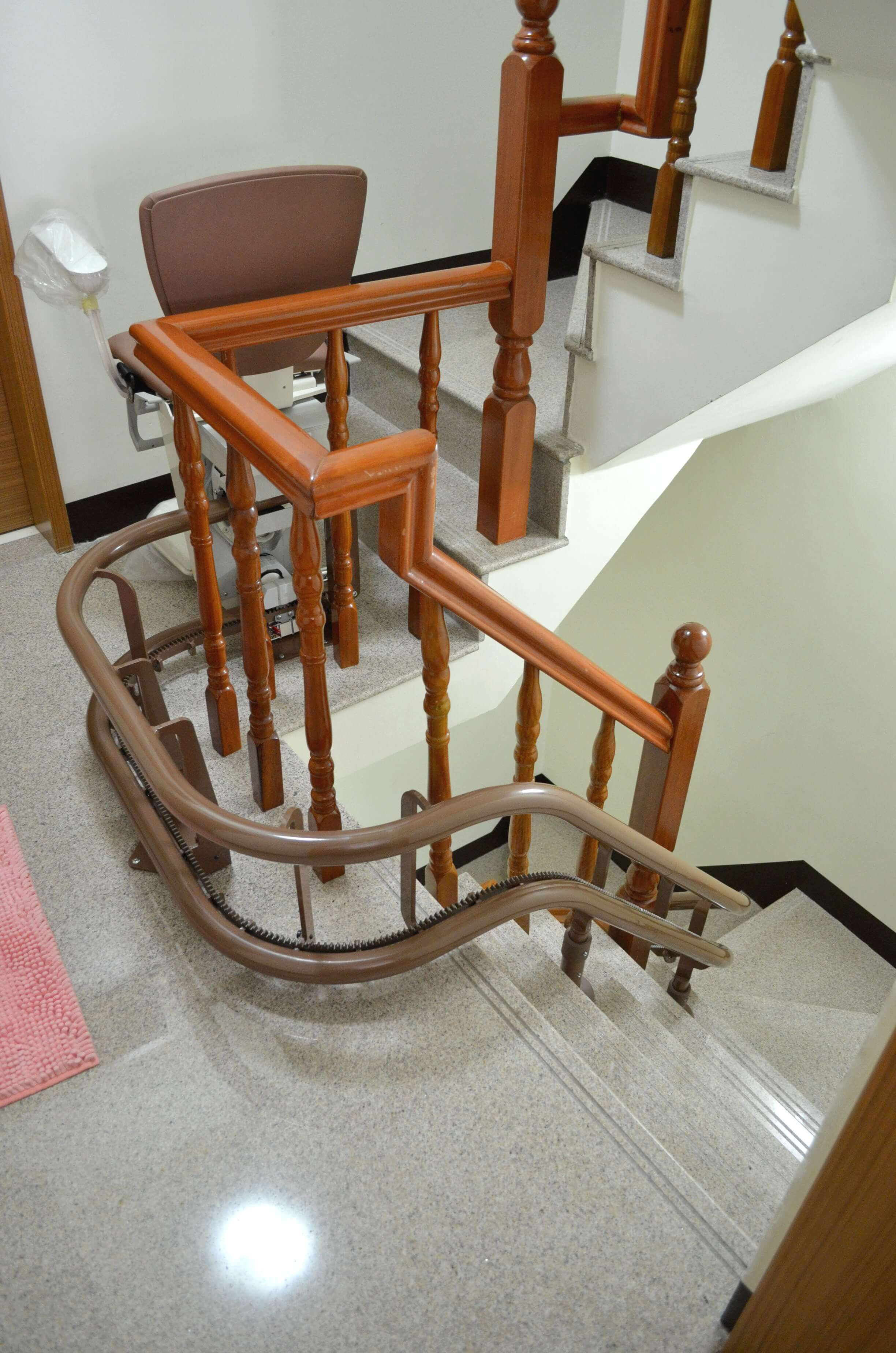 上下樓梯輔助工具