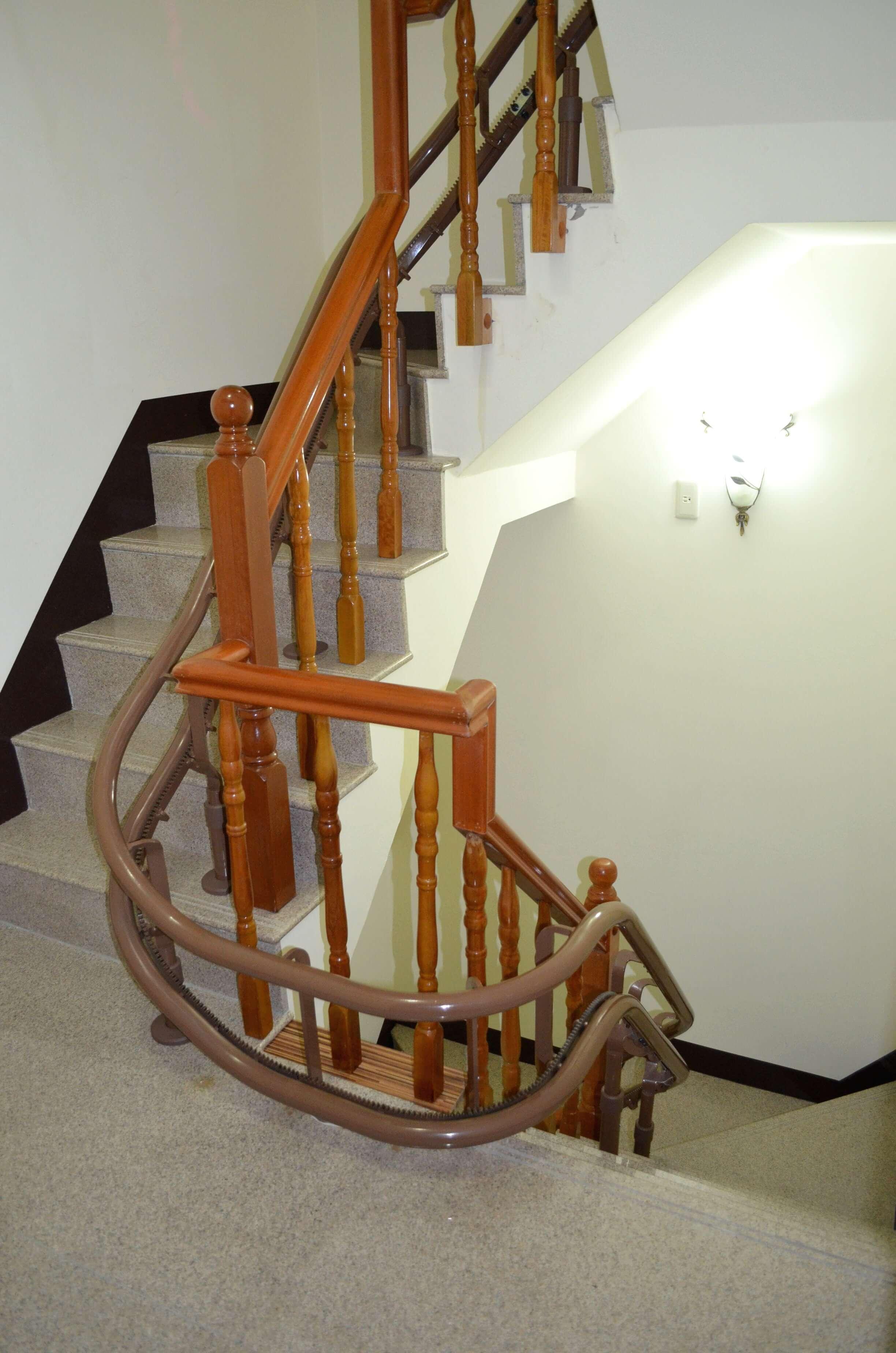 樓梯升降椅設備軌道安裝