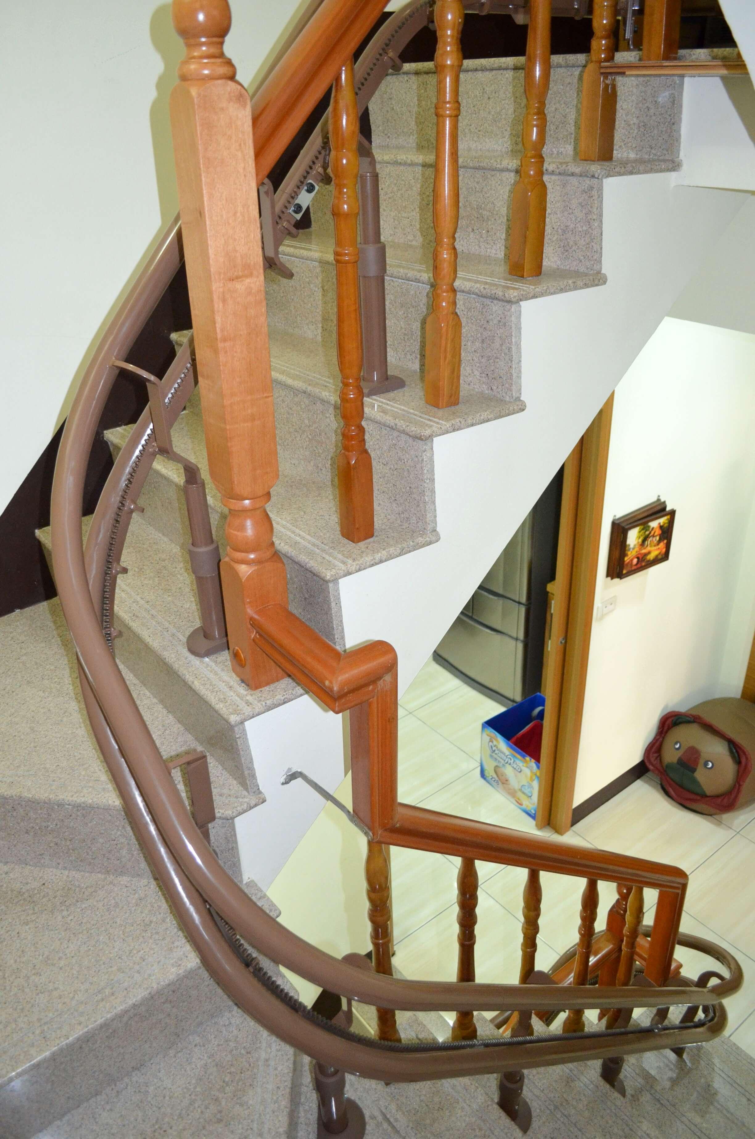 泓電樓梯升降椅設備軌道