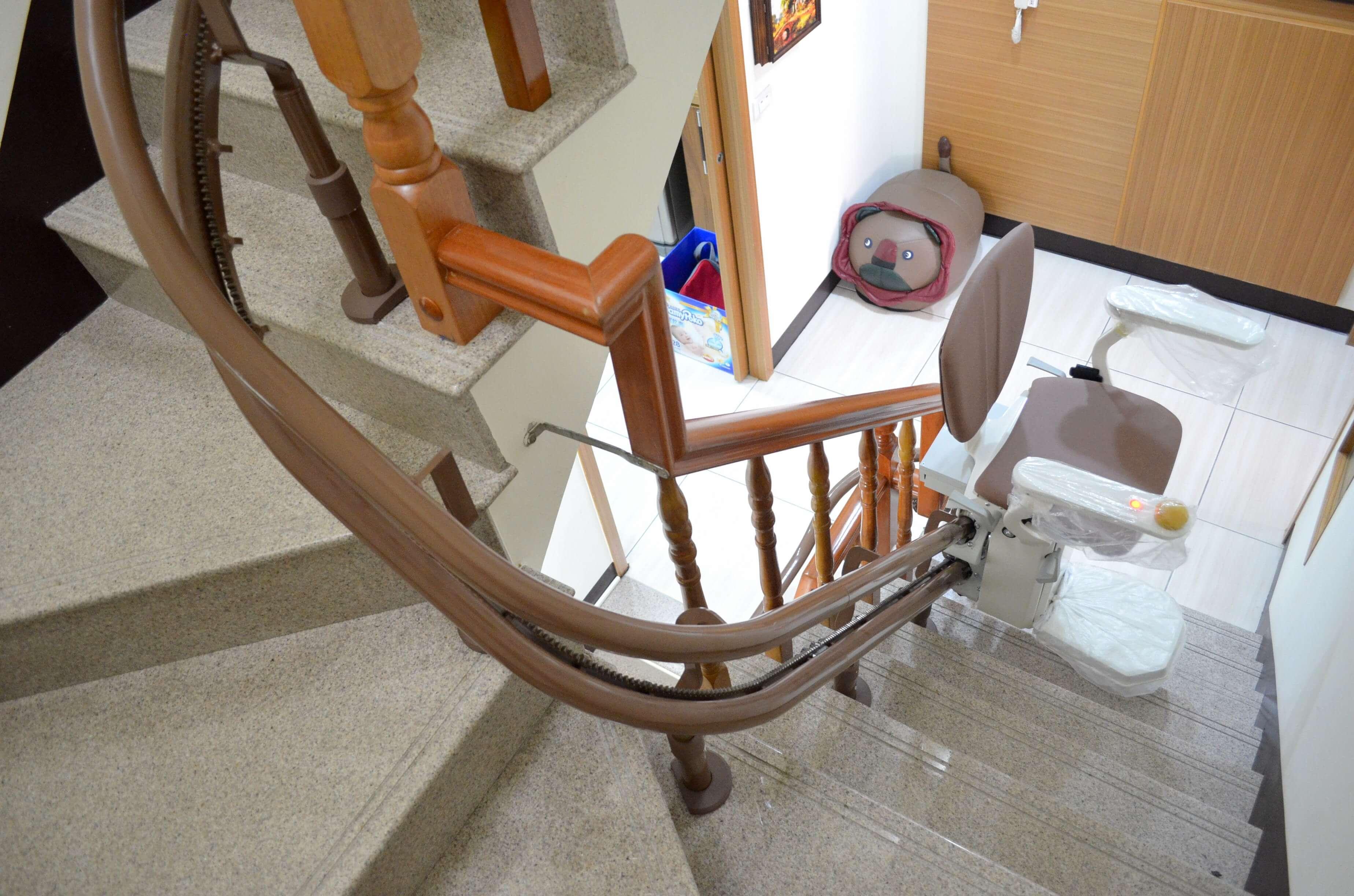 泓電上下樓梯輔助工具