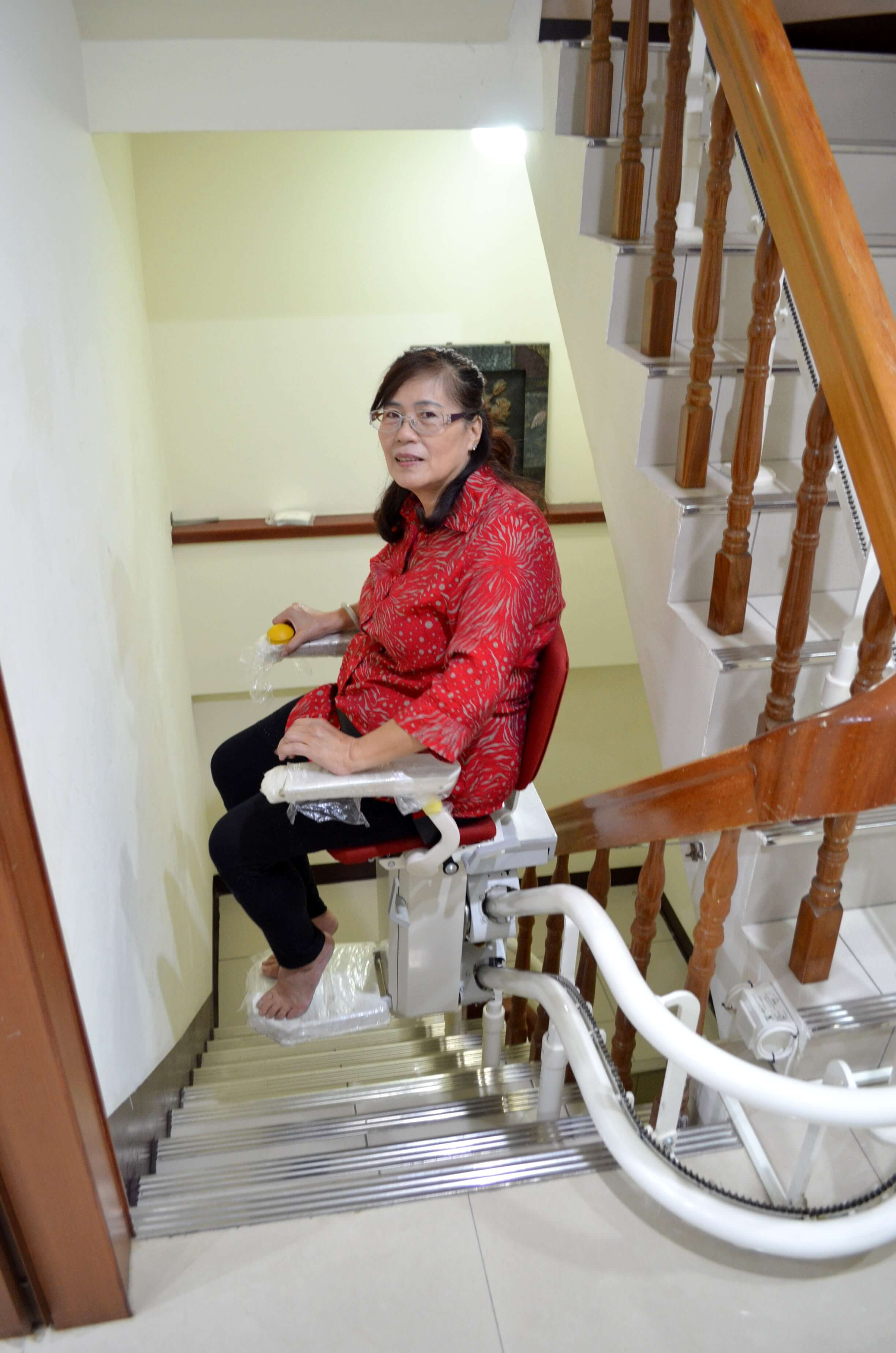 張媽媽試乘樓梯座椅