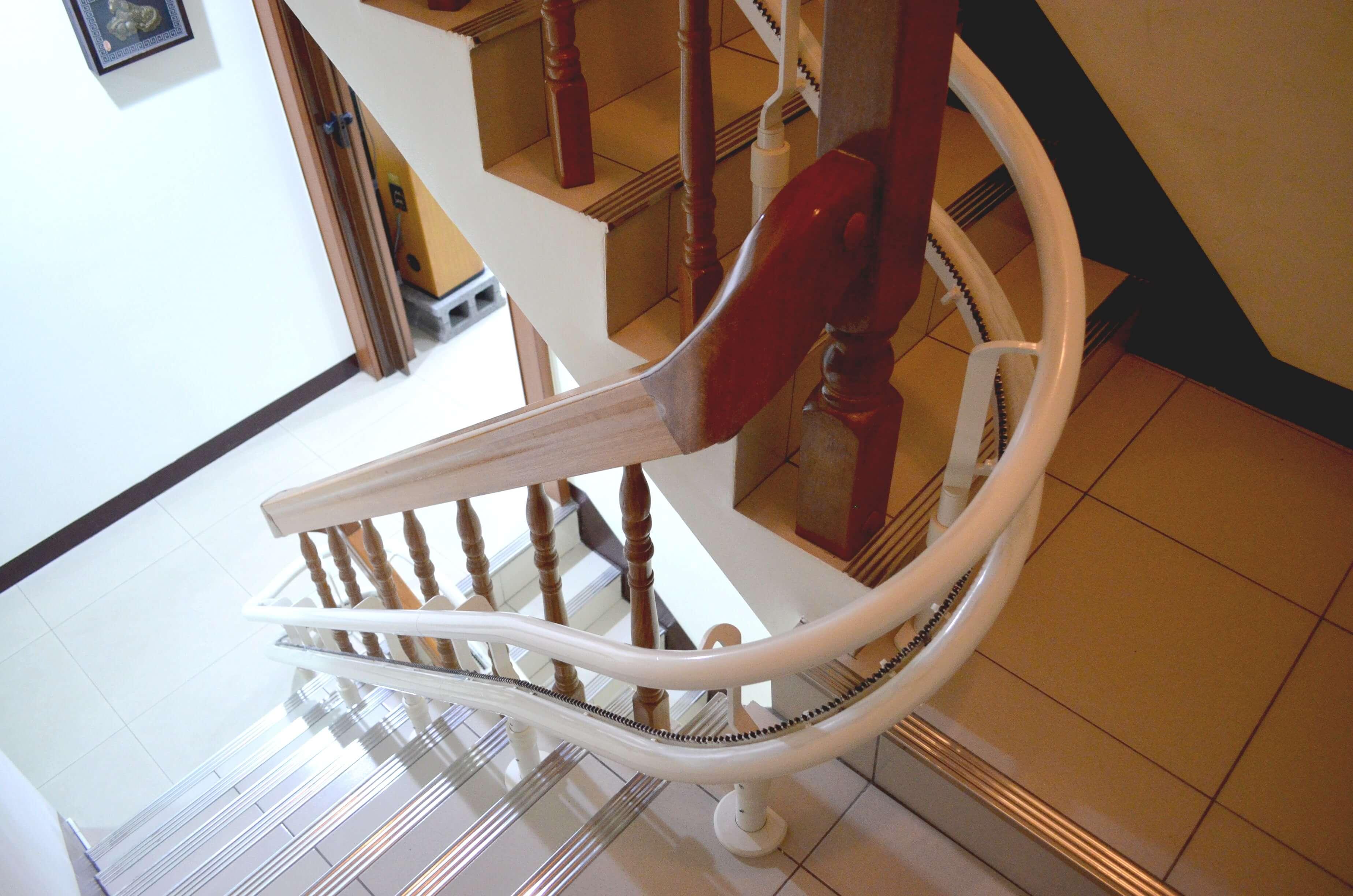 泓電樓梯座椅軌道