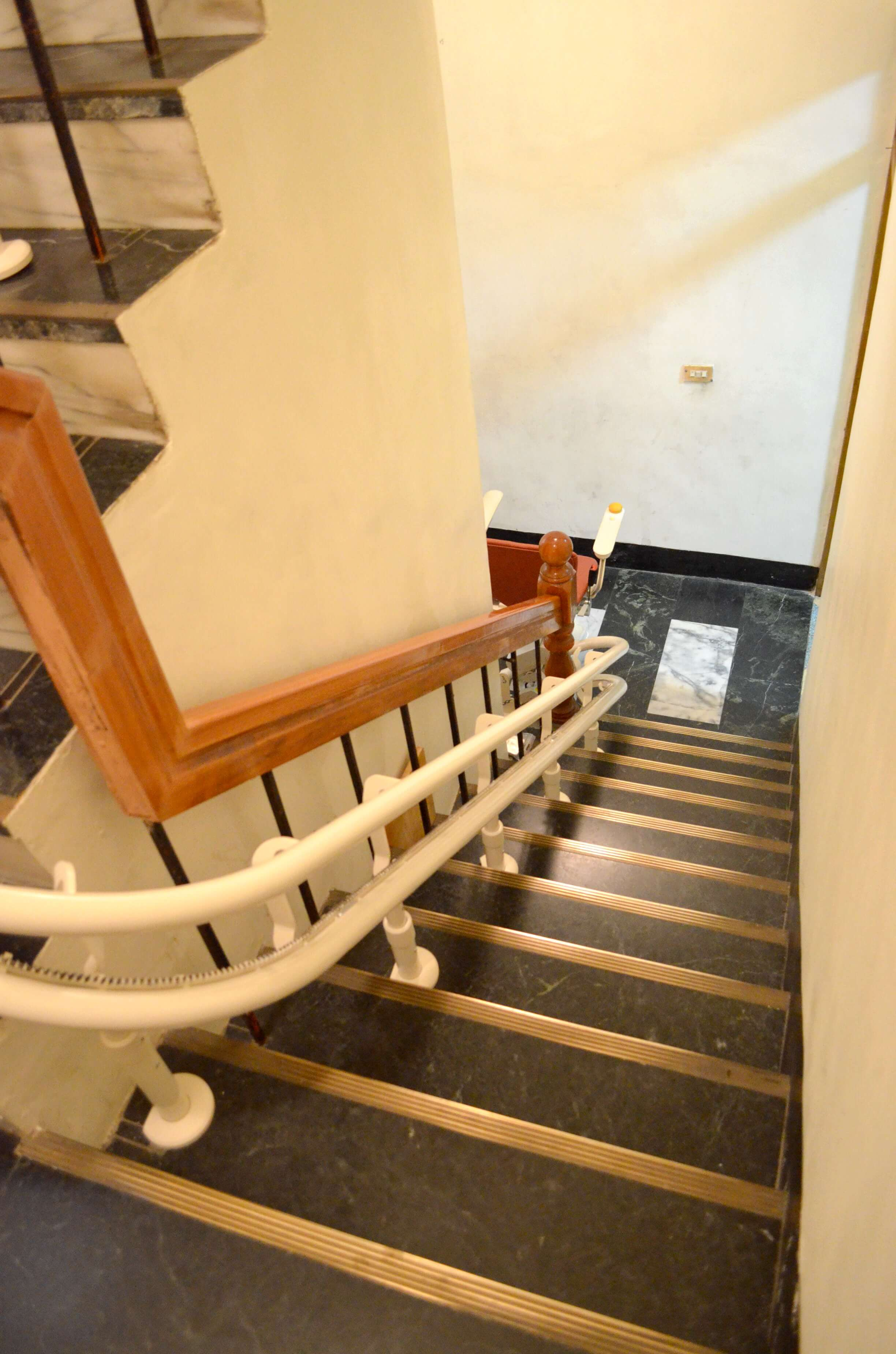 曾婆婆推薦泓電樓梯升降椅