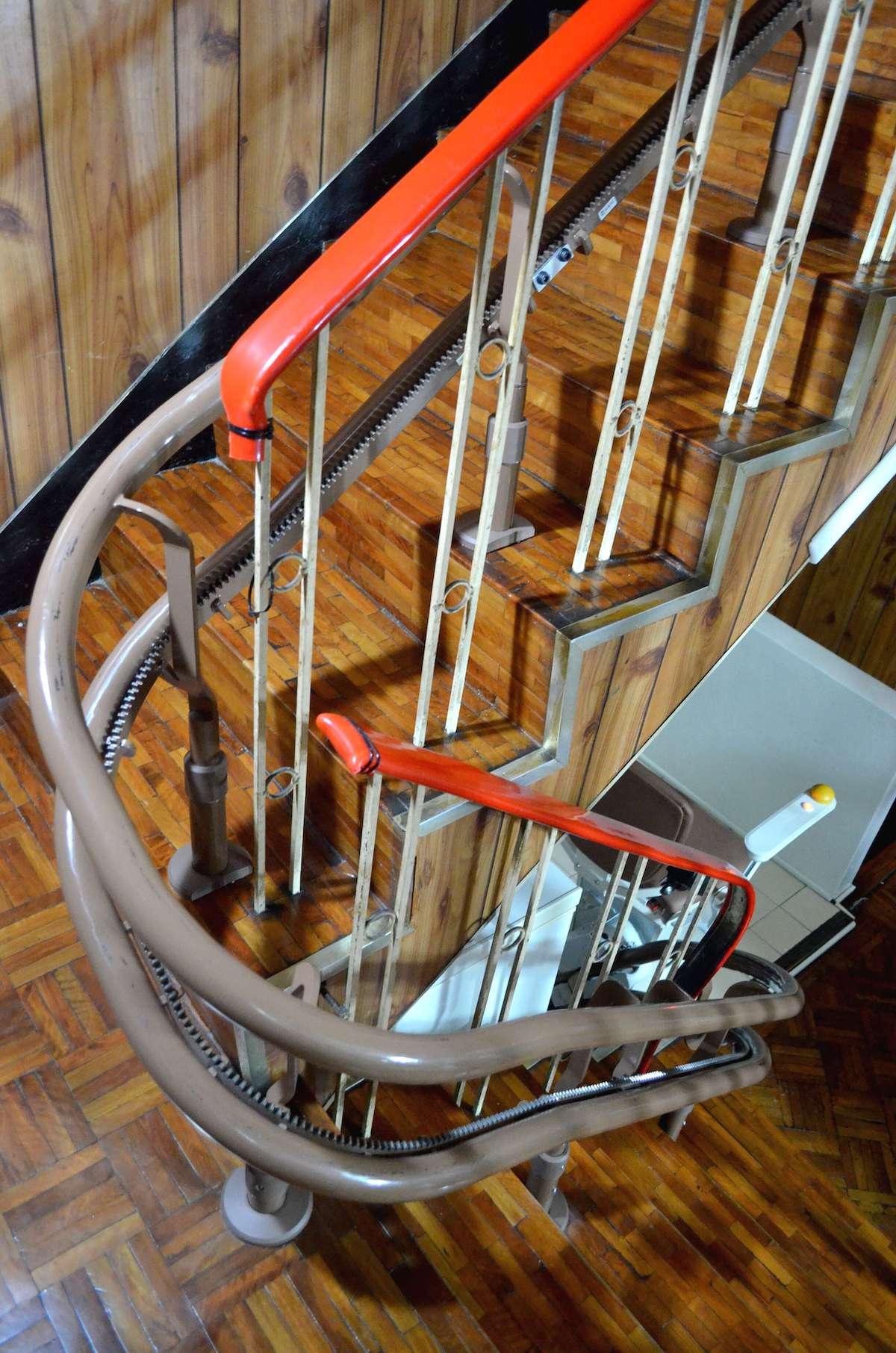 Otolift彎曲型樓梯升降椅軌道