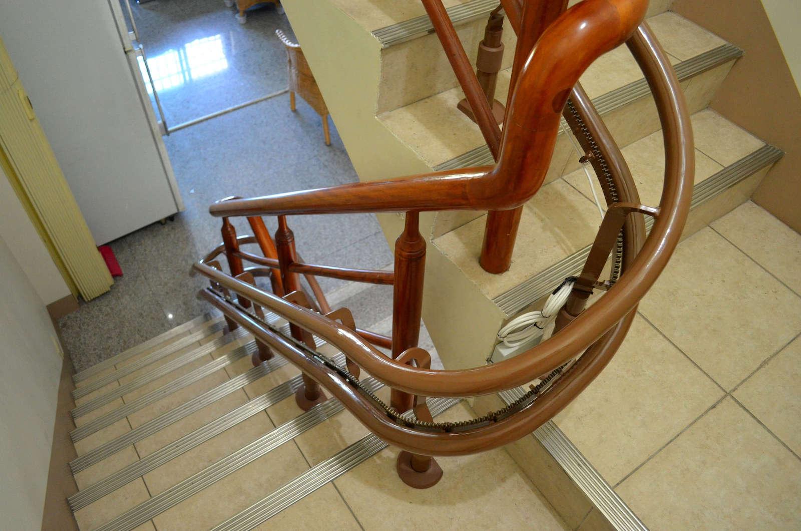 泓電樓梯升降機軌道