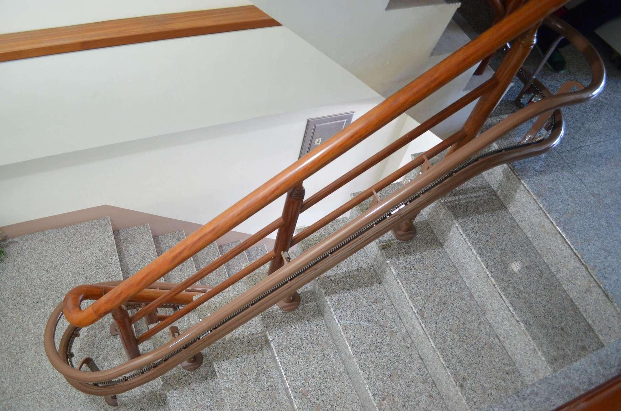 泓電樓梯升降機轉彎軌道