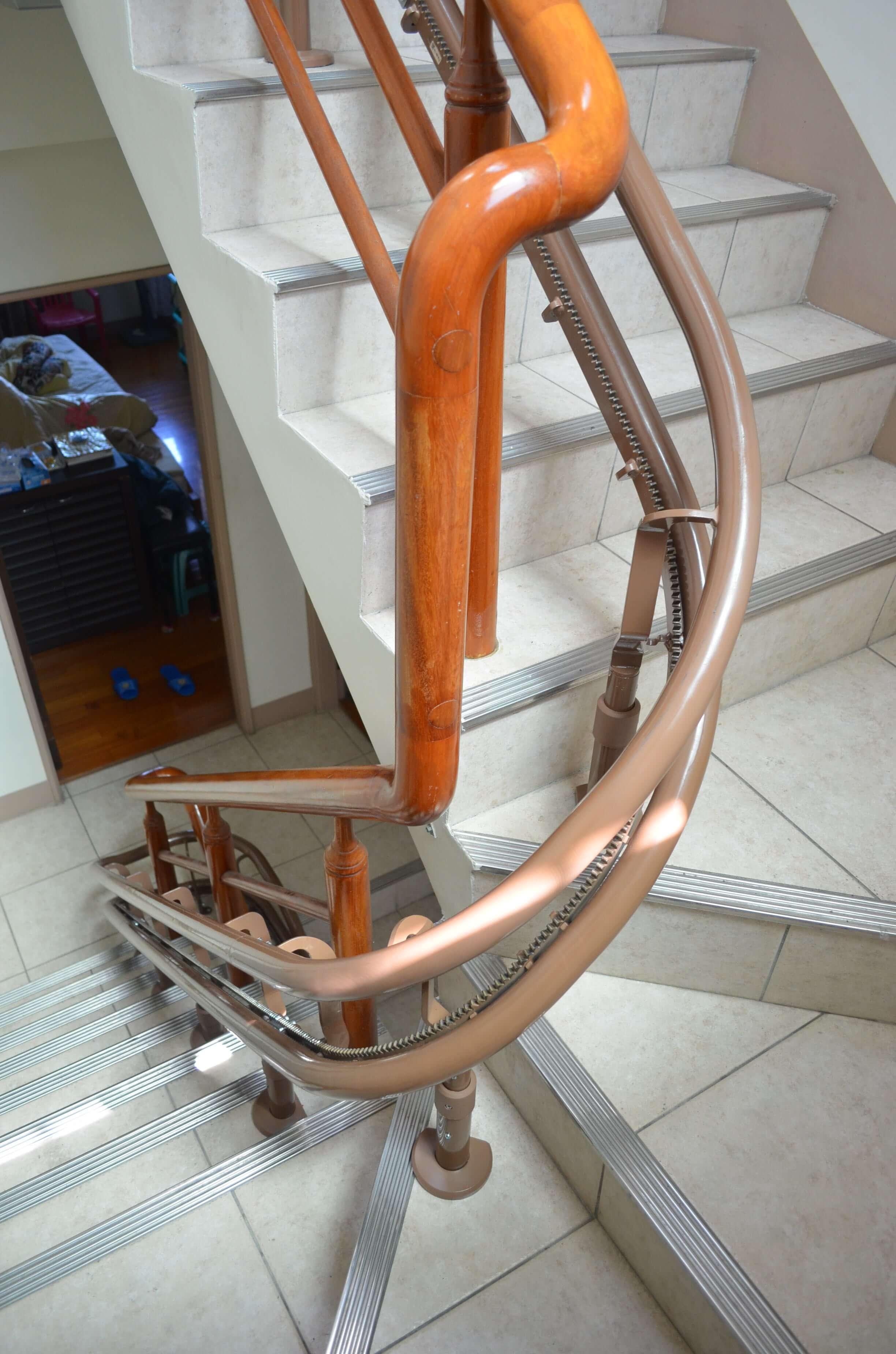 高雄鼓巖教會樓梯升降椅安裝