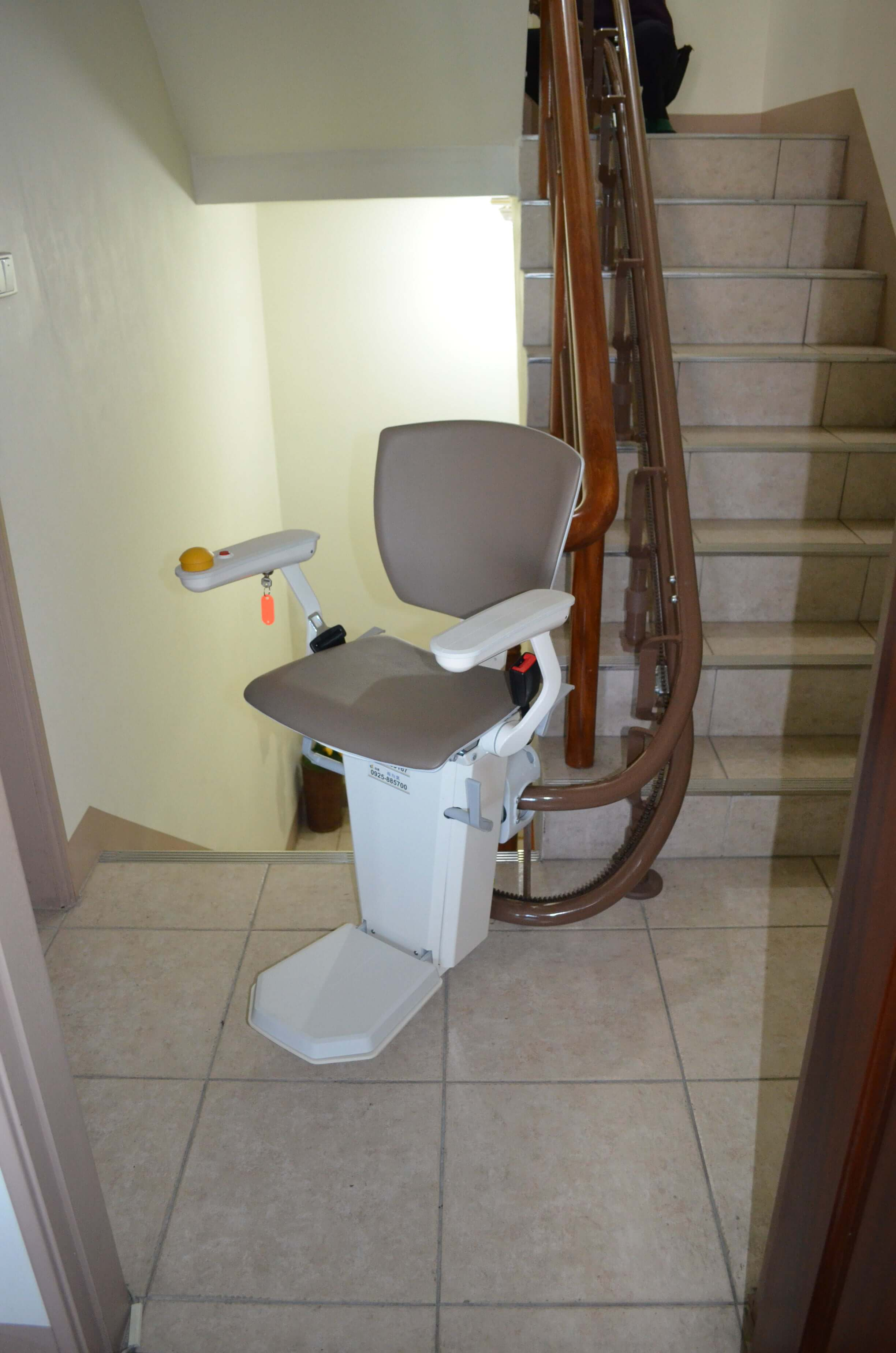 泓電樓梯升降機