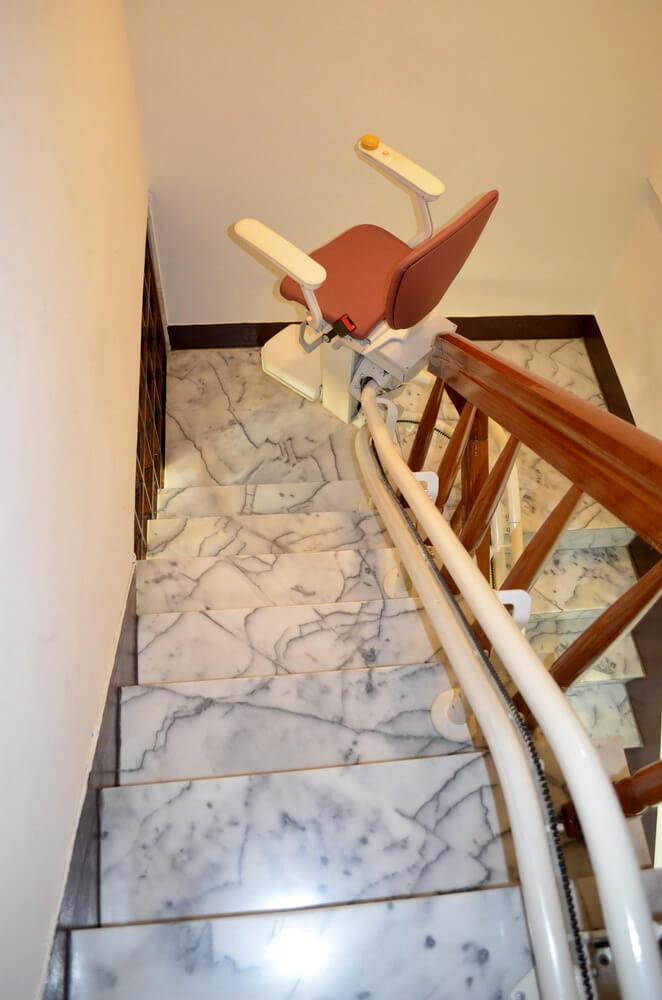 泓電樓梯升降機自動轉彎