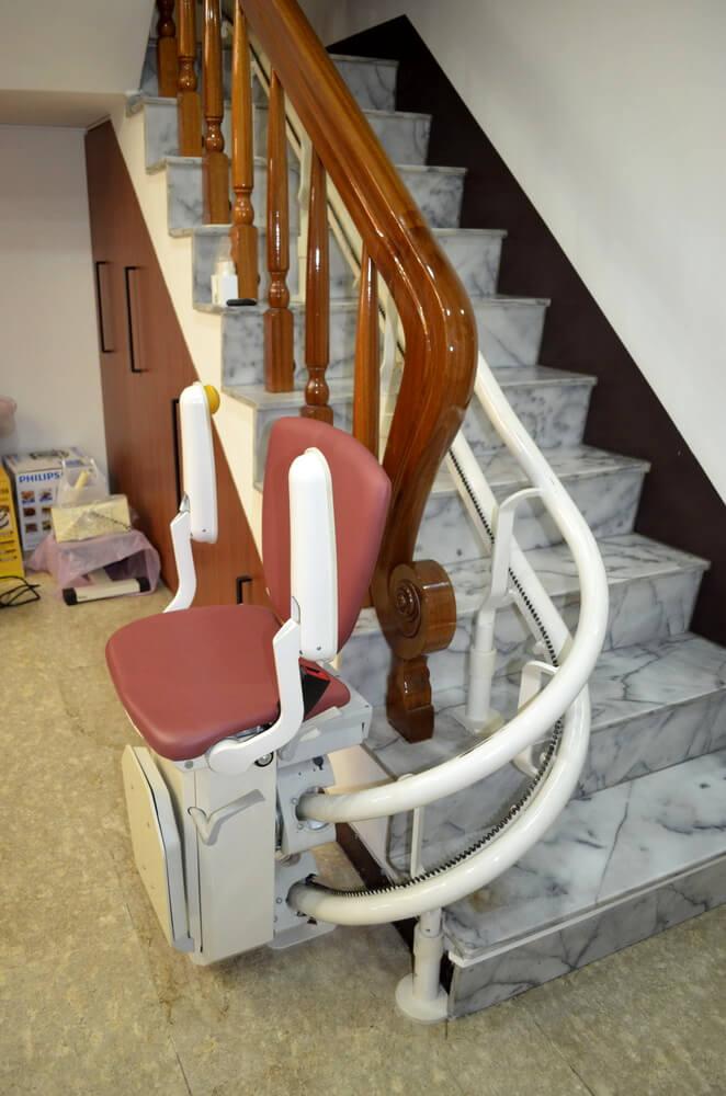 泓電樓梯座椅收摺疊收納,不佔空間