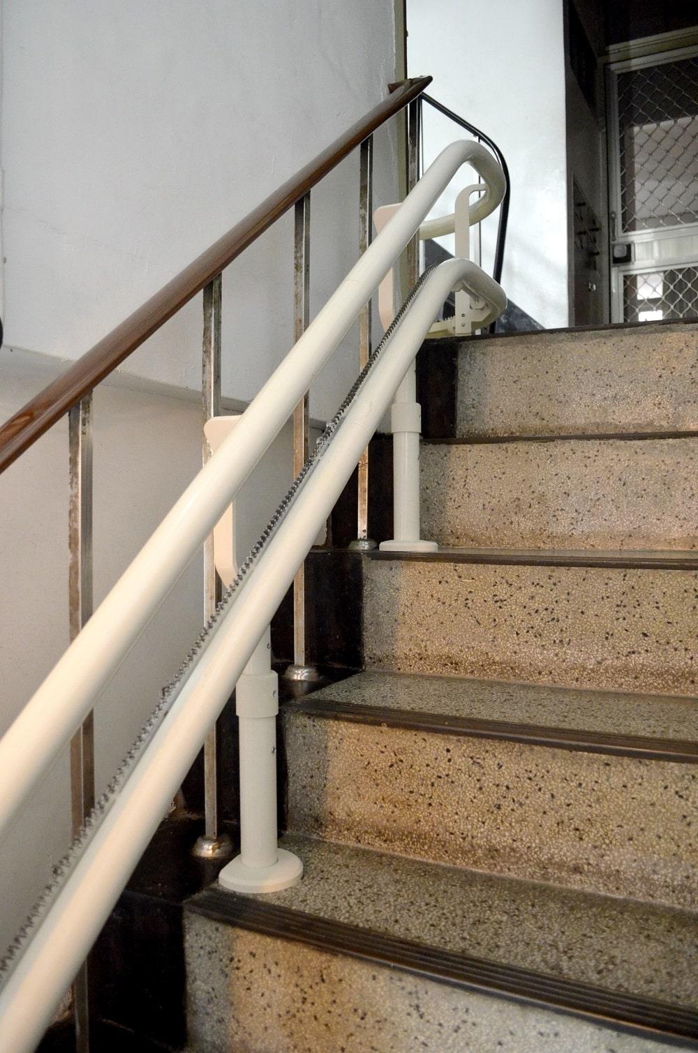 樓梯升降椅彎軌設計