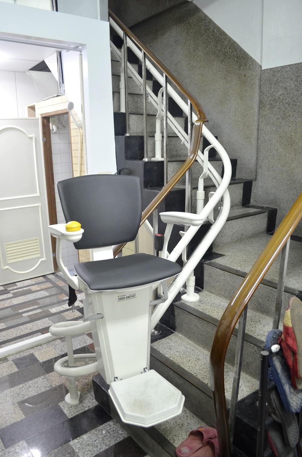 樓梯升降椅保養雙腳