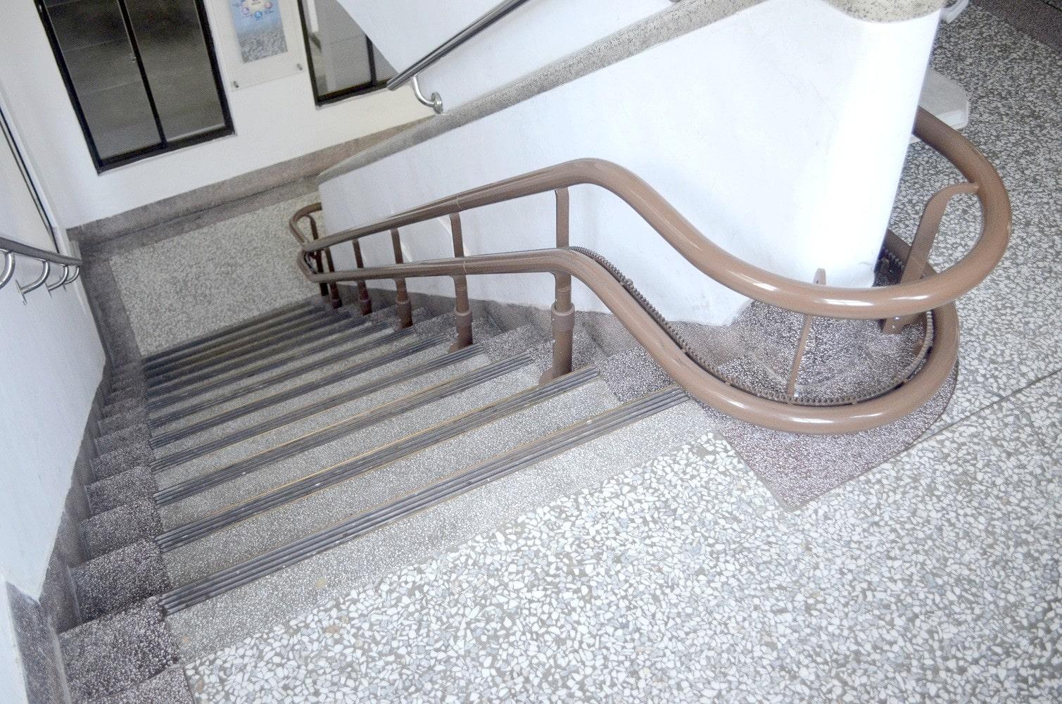 樓梯升降椅轉彎