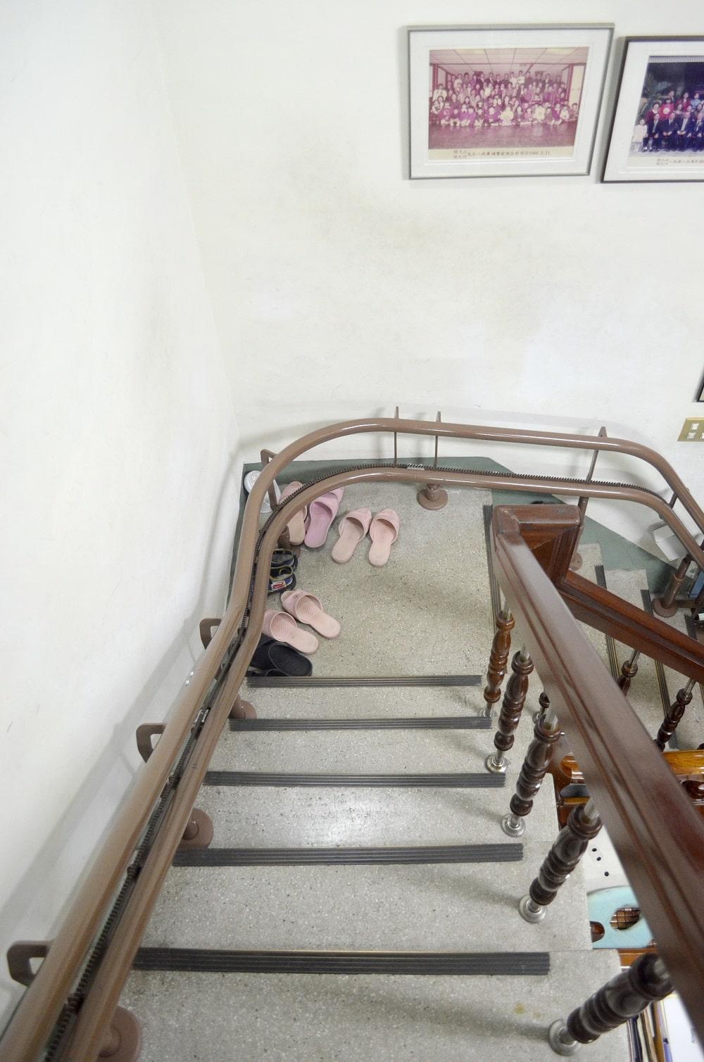 泓電樓梯升降椅沿樓梯安裝軌道