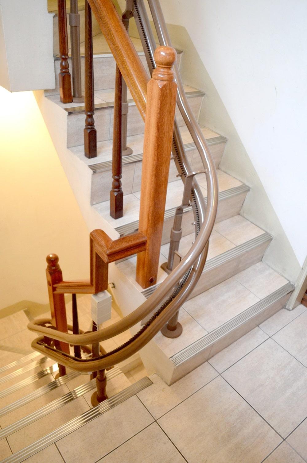樓梯升降椅軌道安裝