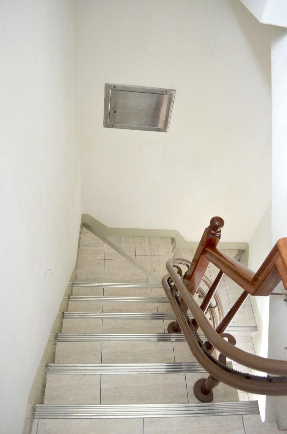 樓梯升降椅轉彎軌道安裝