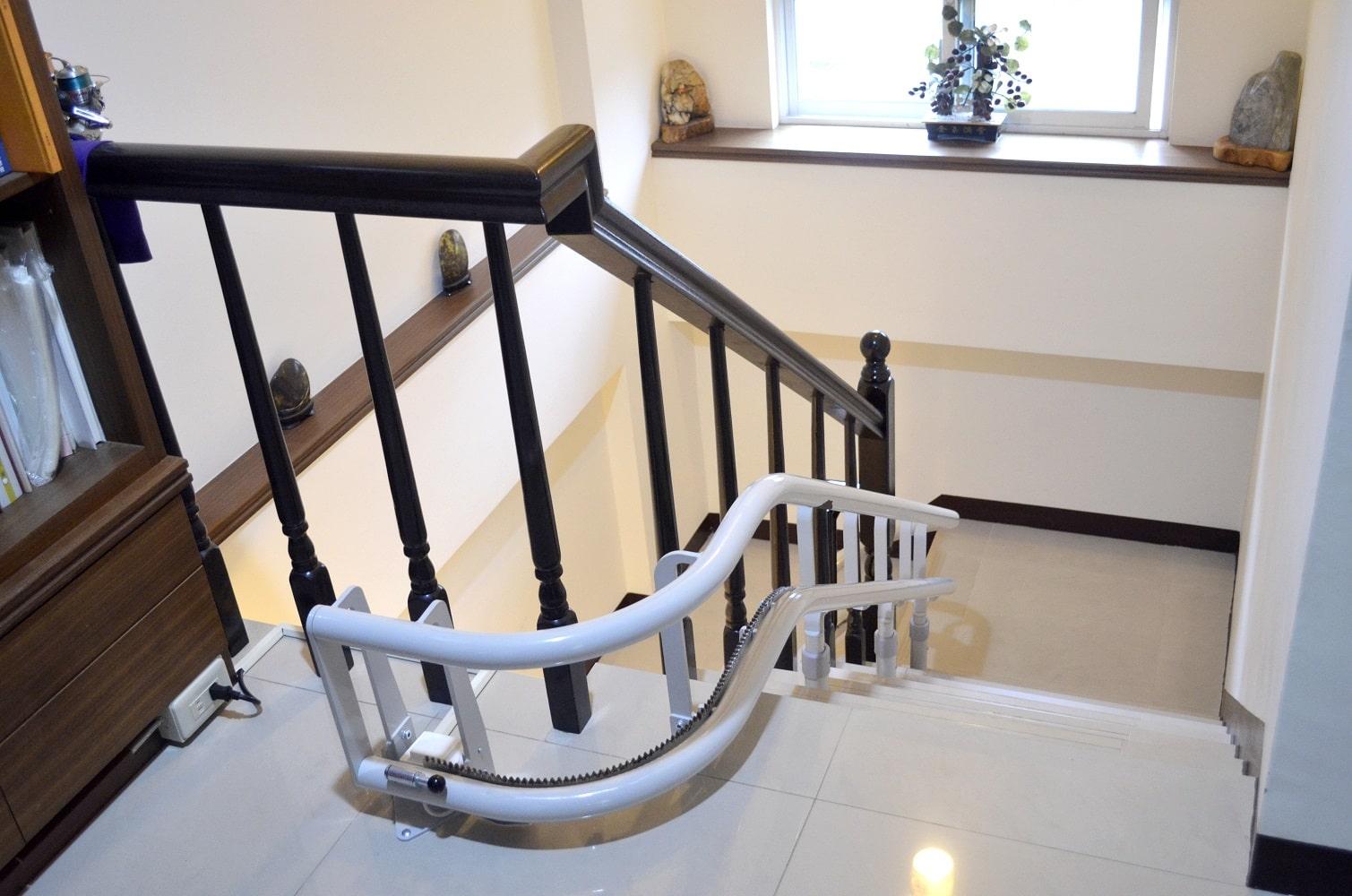 泓電樓梯座椅彎曲型軌道