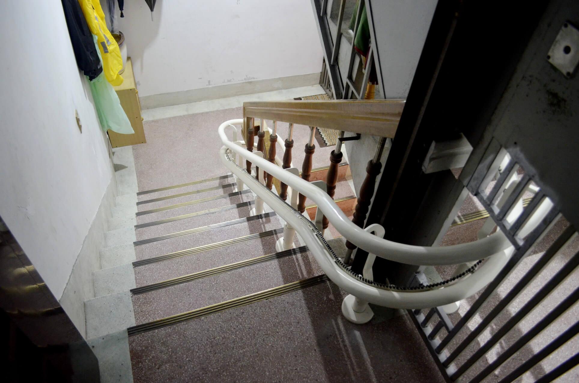 老公寓也能安裝升降椅