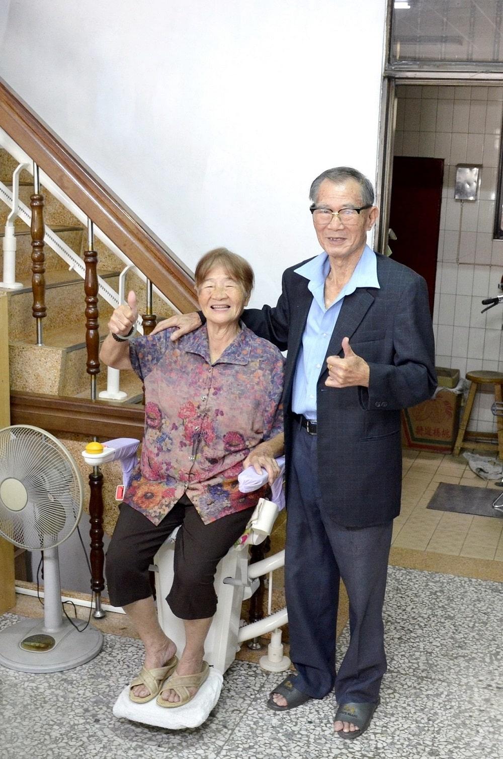 台中樓梯升降椅案例 - 台中市北區陳阿公和阿嬤