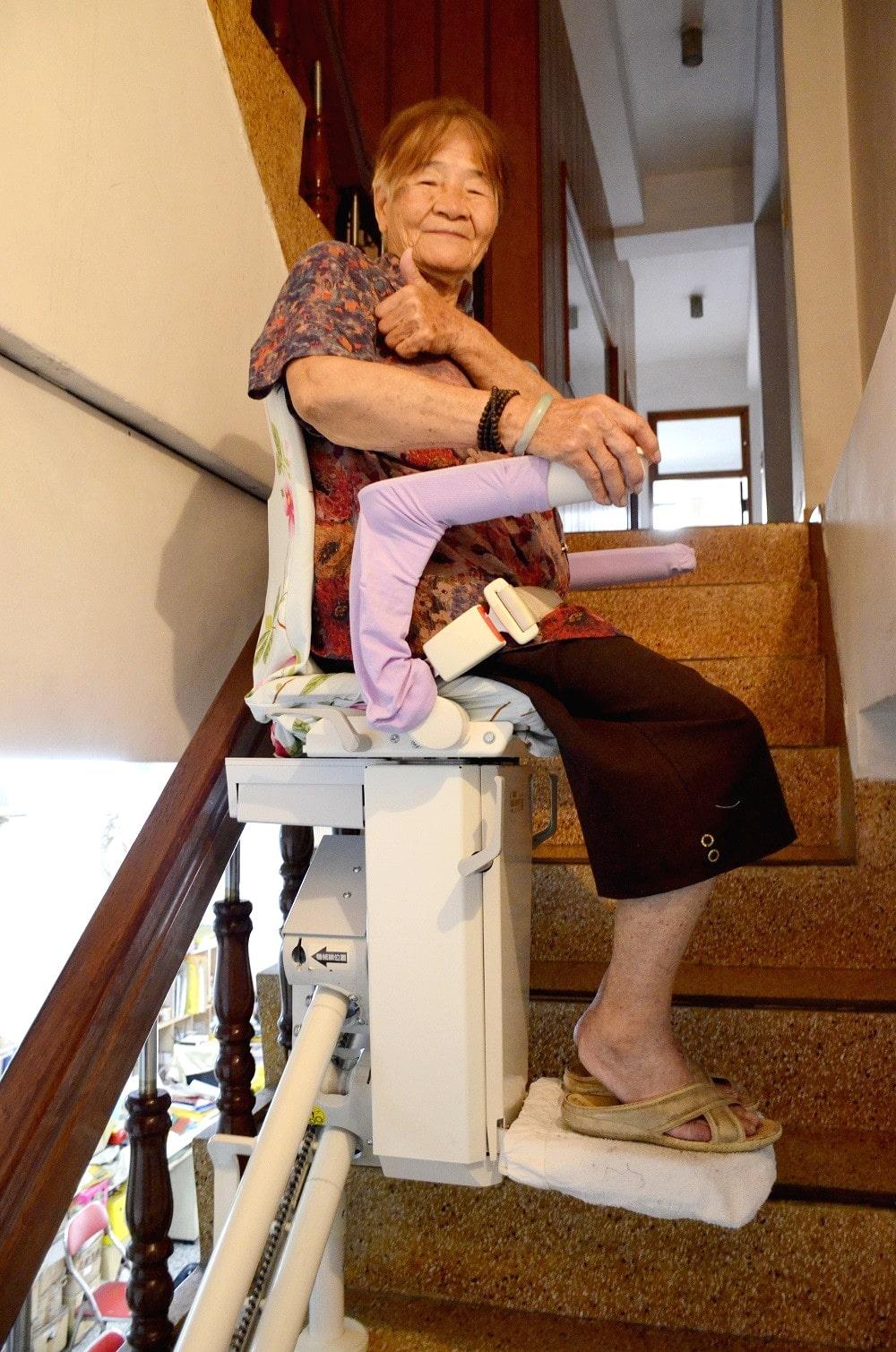陳阿嬤給予泓電升降椅大大的讚