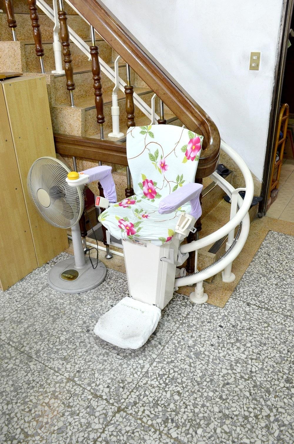 泓電樓梯升降椅讓上下樓梯更方便