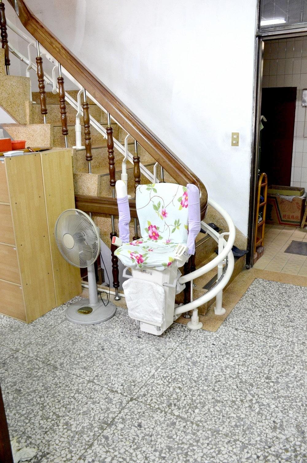 升降椅方便收納,不占空間