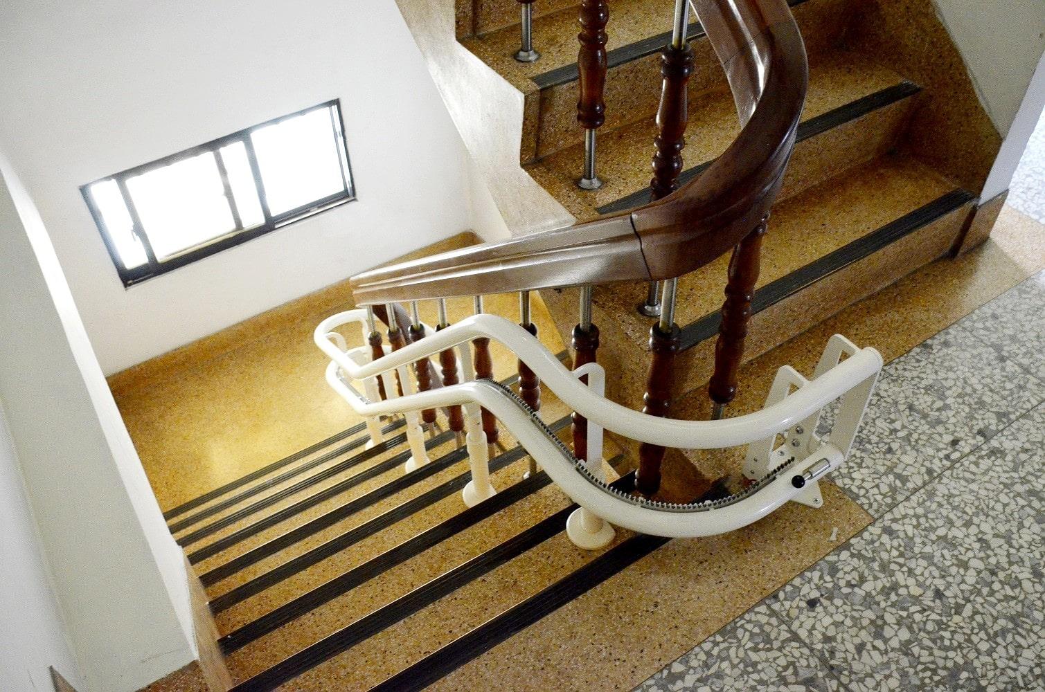 樓梯升降椅獨特彎曲技術
