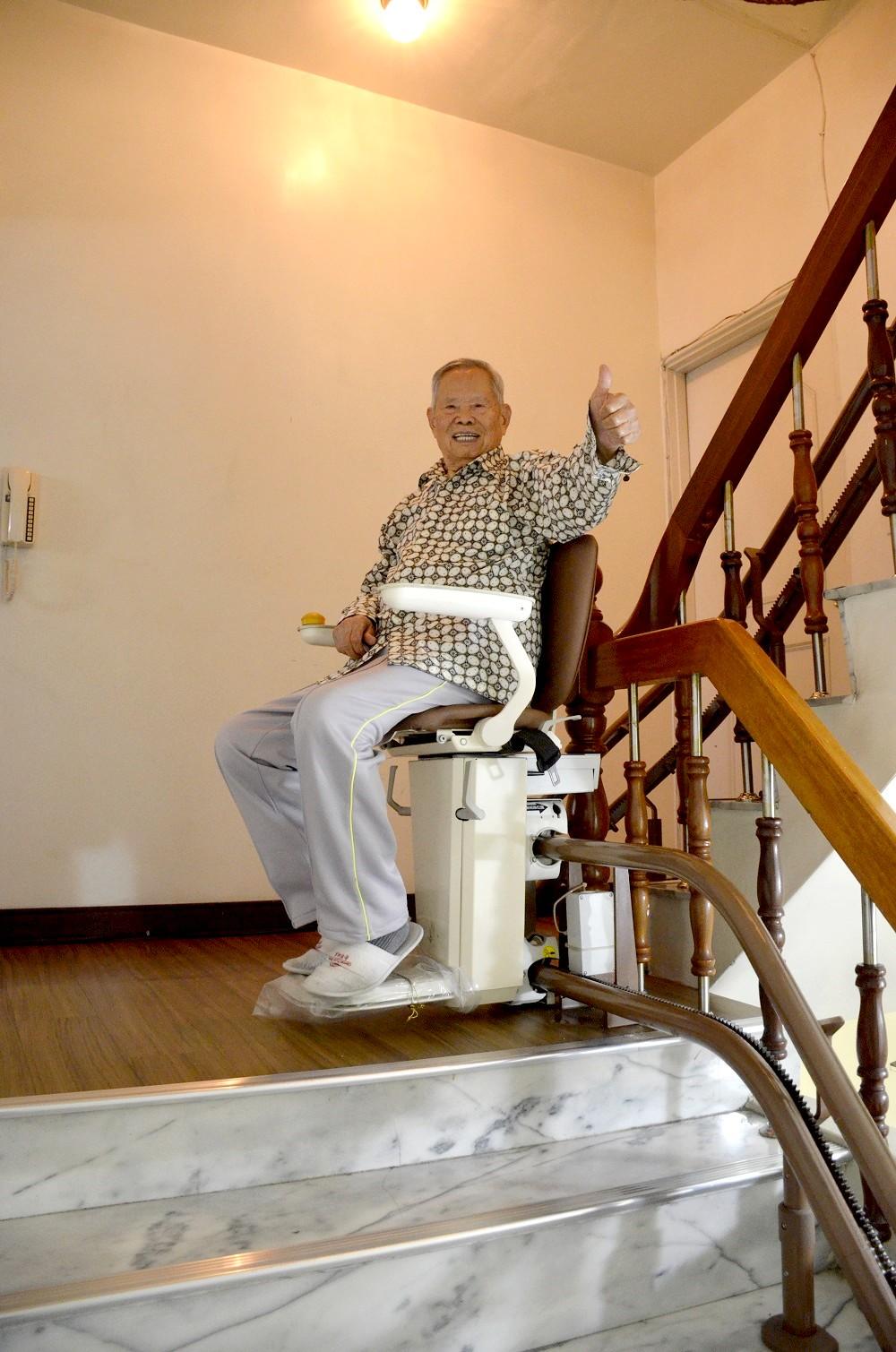 高雄李伯伯好評的樓梯升降椅
