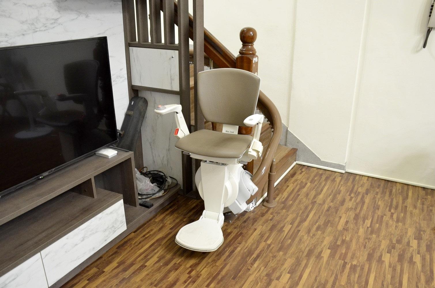 泓電樓梯升降椅,軌道可乘載至130公斤