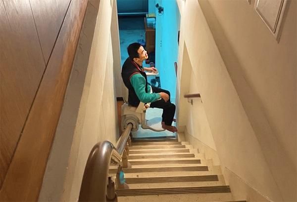 升降椅操做簡單又容易,上下樓膝關節不再卡卡