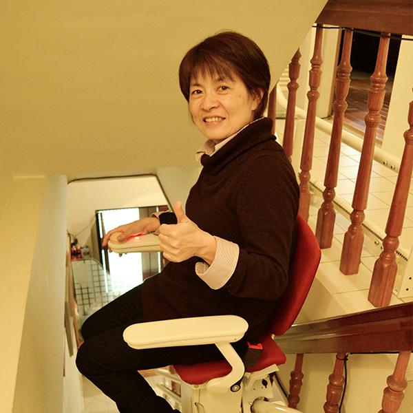 泓電樓梯升降椅 非坐不可的幸福