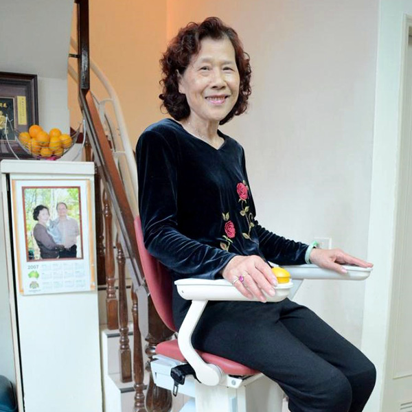 泓電樓梯升降椅 讓愛蔓延在家裡