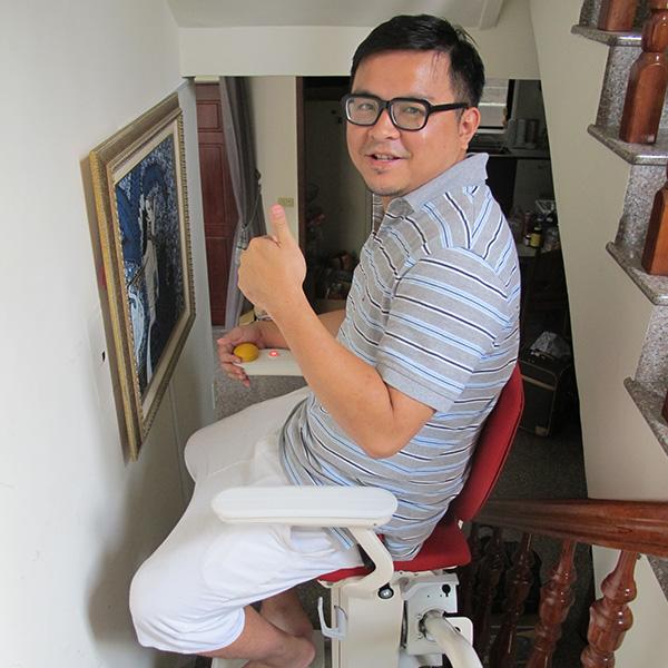 泓電樓梯升降椅 坐著就能爬樓梯